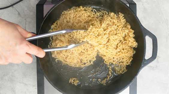cocinar fideos ramen