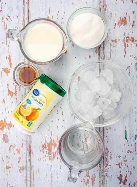 concentrado de jugo de naranja congelado, leche, agua, azúcar, extracto de vainilla, cubitos de hielo