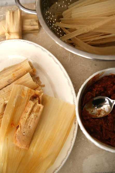 aprende a organizar una Talada abierta de tamalada en una bandeja