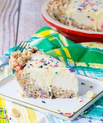 Esta receta caprichosa de helado es perfecta para cualquier fiesta de verano: a los niños les encantarán las chispas y a los adultos les encantarán los frijoles de vainilla y el ganache de chocolate blanco. ¡Obtén la receta en RachelCooks.com!