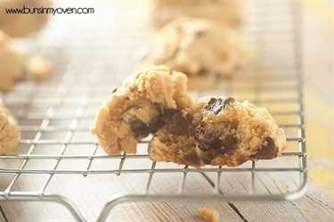 ¡Galletas de mantequilla de almendras masticables con chispas de chocolate!