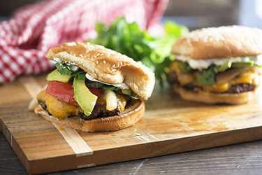 ¡Nos encantan estas hamburguesas de fajita de carne! ¡Jugoso y perfecto para asar a la parrilla!