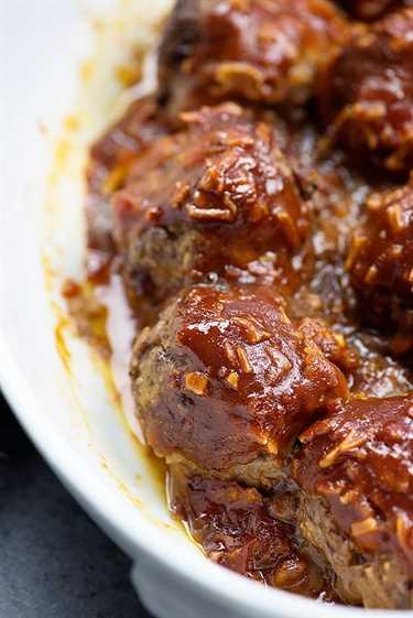 ¡Espera hasta que veas lo fácil que es la salsa para esta picante receta de albóndigas de barbacoa!
