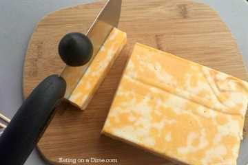 ¿Necesita ideas de almuerzo escolar para niños? Prueba esta divertida receta de brocheta de pavo y queso. ¡Los niños los aman y tú puedes hacerlos con anticipación!