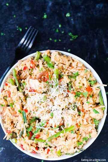 Te encantará esta receta rápida y fácil de risotto de pollo. Esta sencilla receta de risotto de pollo y parmesano está lista en menos de 30 minutos y a todos les encanta. Además, esta receta cremosa de risotto de pollo también es saludable. ¡Una de mis comidas favoritas! #eatingonadime #risotto #dinnerrecipes #knorrselects