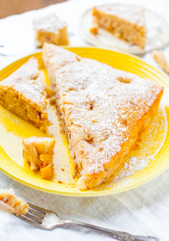 Pastel de muffin esponjoso de duraznos y crema - Receta en averiecooks.com