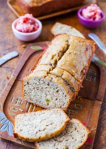 Pan de banana con mantequilla y mantequilla dorada con mantequilla de fresa averiecooks.com