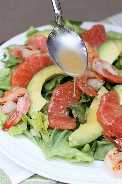 Ensalada de pomelo y aguacate en saboresMejorFromScratch.com