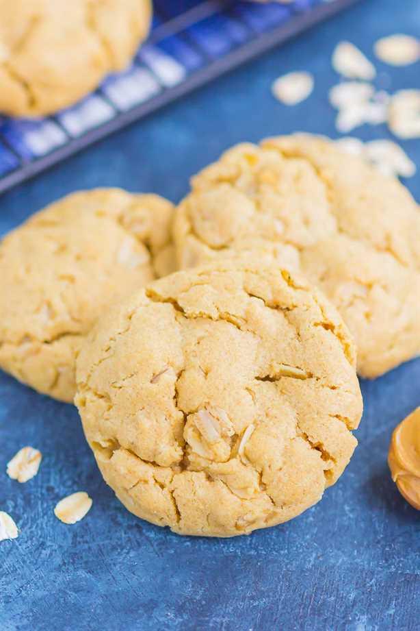 Las galletas de avena con mantequilla de maní son suaves, masticables y llenas de sabor. ¡Esta receta fácil de galletas está lista en poco tiempo y es perfecta para los amantes de la mantequilla de maní! . ¡Esta receta fácil de galletas está lista en poco tiempo y es perfecta para los amantes de la mantequilla de maní! #cookies #peanutbuttercookies #peanutbutteroatmealcookies #bestpeanutbuttercookies #easycookierecipe #dessert