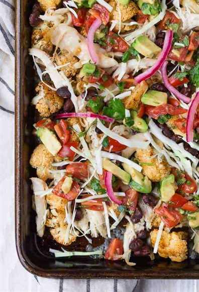 """Imagen de irresistibles y muy coloridos coliflor """"nachos""""."""