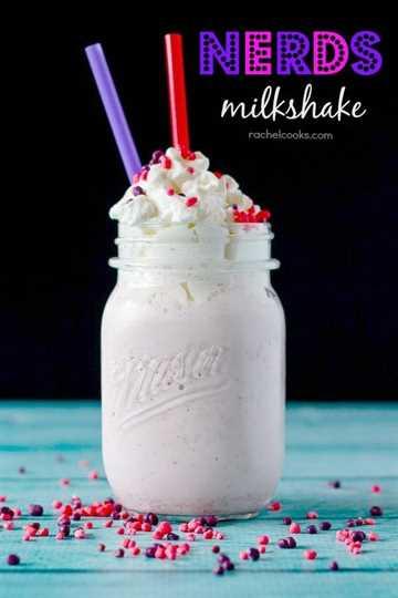 Un nuevo uso para su dulce infantil favorito, estos batidos Nerds son afrutados, dulces y muy divertidos. ¡Obtén la receta en RachelCooks.com!