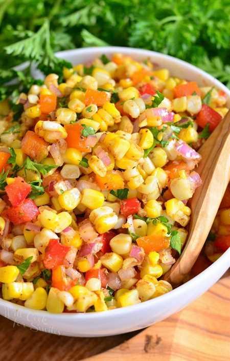 Ensalada de Maíz Cajún. Un plato sabroso para servir en su próxima fiesta de barbacoa. Esta creación dulce y picante será tu próximo HIT.