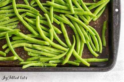 green beans on a baking sheet