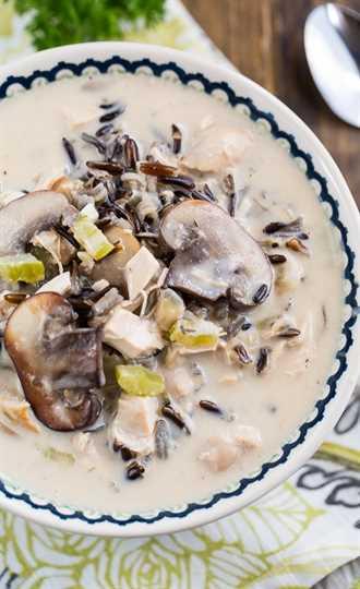 Sopa de pollo y arroz salvaje: ¡espesa y abundante!