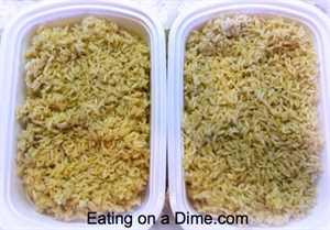 Cómo cocinar arroz integral en microondas: aprenda a cocinar arroz integral de grano largo fácilmente en el microondas. ¡Cocinar arroz integral es mucho más fácil de lo que piensas! Además, compartimos diferentes formas de sazonar su arroz integral.