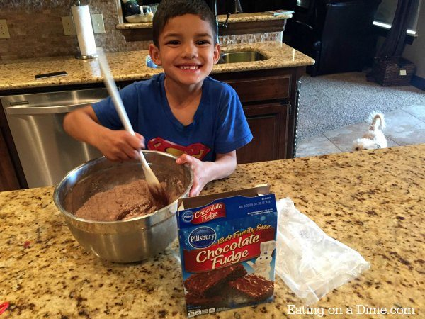 divertido hacer brownies de chocolate doble