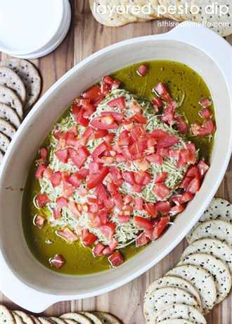 Dip de pesto en capas: ¡solo 4 ingredientes y tan delicioso!