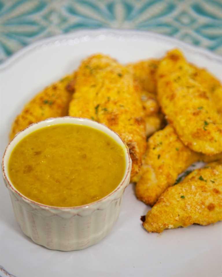 Dip de piña Zippy: ¡excelente salsa para mojar con solo 3 ingredientes! Genial para las alitas de pollo. Se puede preparar con anticipación y refrigerar por semanas. Me encanta esta receta de salsa fácil!