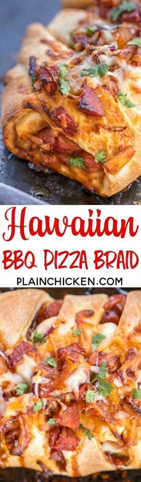 Hawaiian BBQ Pizza Braid - ¡listo en menos de 30 minutos! Jamón, piña, salsa BBQ, mozzarella, cilantro y cebolla roja horneados en masa de pizza refrigerada. ¡Un giro divertido a la noche de pizza! ¡A todos les ENCANTA este pan relleno fácil! # pizza #hawaiianbbqpizza #bbqpizza