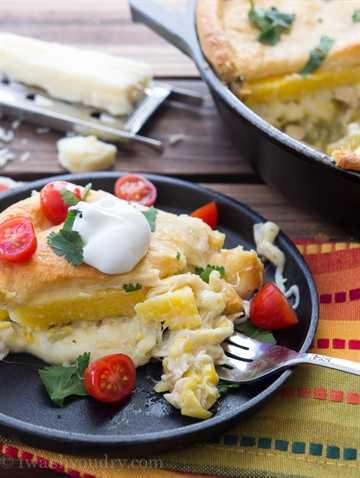 Cena de sartén de tamal de pollo con queso