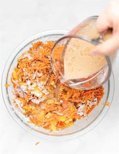 ingredientes líquidos que se vierten en otros ingredientes para pasteles