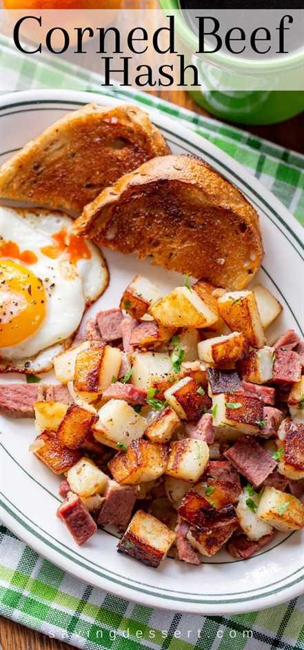 Una vista aérea de un plato de picadillo de carne en conserva con un huevo y tostadas
