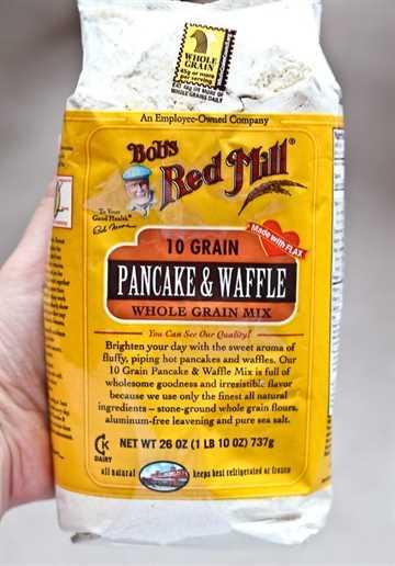 Waffles salados con queso cheddar, eneldo y jamón: ¡obtenga la deliciosa receta de waffles salados en RachelCooks.com!