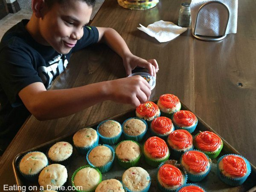 pastel funfetti añadir glaseado