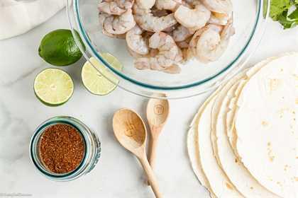 La receta de fajitas de camarón en sartén facilita la cena porque todo lo que necesitas está en una sartén. Disfrute de sabrosos camarones, verduras y el mejor condimento.