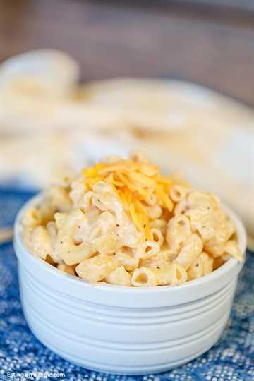 Ahora puedes volver a casa con una receta cremosa y deliciosa de macarrones con queso gracias a esta receta de macarrones con queso Crock Pot. La olla de cocción lenta hace todo el trabajo.