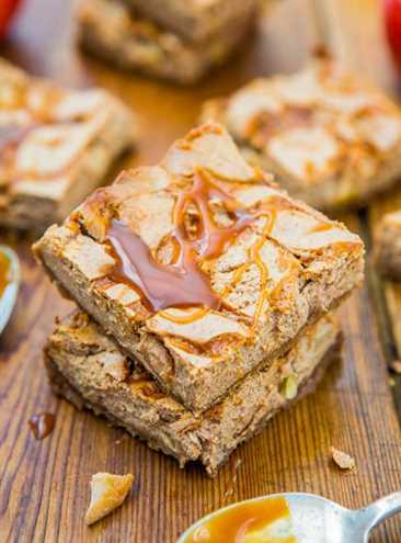 Barras de pastel de queso con manzana y caramelo salado: receta fácil de un tazón en averiecooks.com
