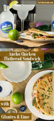 Sandwich de pan plano de pollo ancho con cilantro y lima