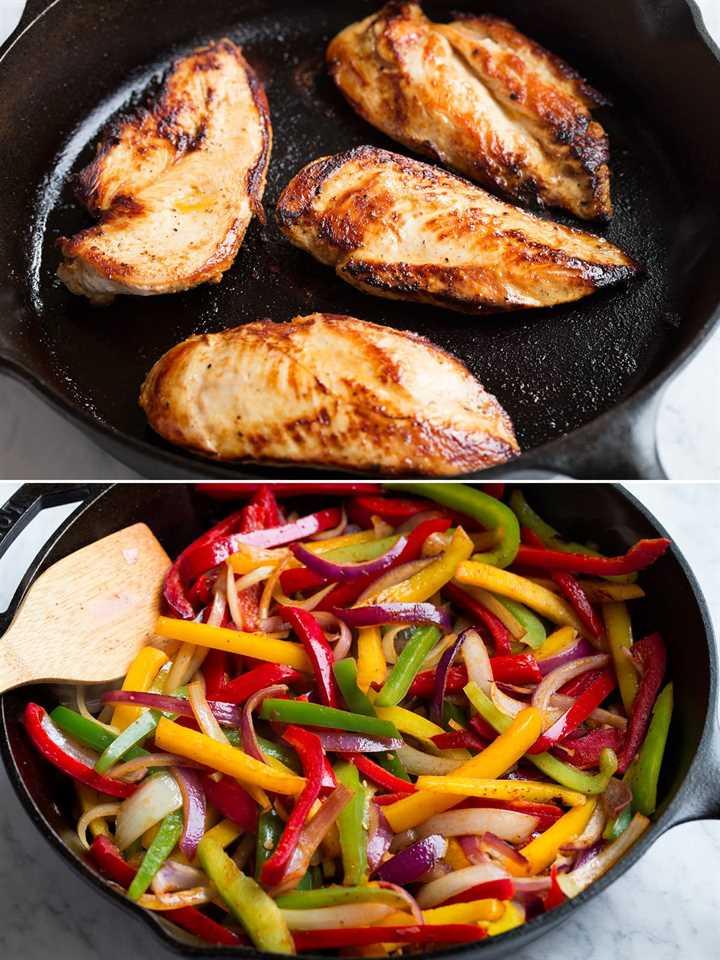 Pechugas de pollo marinadas que se cocinan en una sartén de hierro fundido, luego la imagen inferior muestra salteado de pimientos y cebollas en rodajas en una sartén de hierro fundido.
