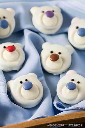 Galletas de oso polar en una bandeja