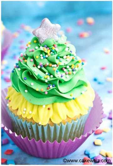 Árbol de Navidad Cupcake con una estrella en la parte superior.