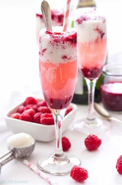 Flotadores de helado de champán y frambuesa | ¡Quién quiere una copa de champán aburrida cuando puedes tomar uno de estos flotadores de helado de champán y frambuesa!