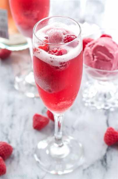 Sorbete de frambuesa Bellinis | ¡3 ingredientes son todo lo que necesitas para hacer estos bonitos y deliciosos cócteles!