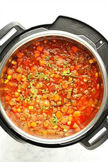 Sopa Instantánea de Hamburguesa en Olla Una Sopa Instantánea de Hamburguesa en Olla