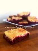 Barras de pastel de queso de terciopelo rojo | Recetas Latinas!