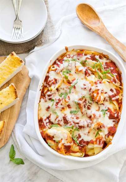 Cáscaras rellenas de pasta de lasaña con queso
