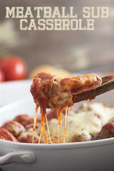 ¡Esta subcazuela de albóndigas es un placer total para el hombre! Y son solo 4 ingredientes, ¡así que es la receta perfecta para una cena fácil!