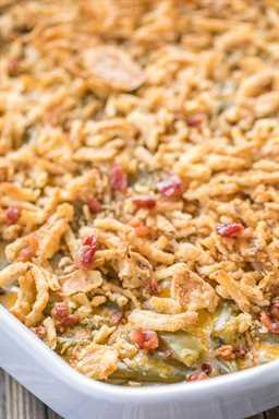 Cracked Out Green Bean Casserole - ¡EL MEJOR! ¡DIOS MIO! ¡Tan bueno! Cazuela de judías verdes con queso cheddar, tocino y rancho. ¡A todos les encanta esta deliciosa guarnición! Puede adelantarse y congelarse para más tarde. ¡Ideal para vacaciones y comidas compartidas!