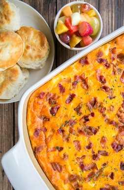 Cazuela de sémola agrietada - cheddar, tocino y rancho - ¡tan adictivo! Nos encanta esta cazuela para el desayuno, el almuerzo y la cena. Sémola, caldo de pollo, leche, huevos, Velveeta, tocino, rancho, queso cheddar. Se puede adelantar y refrigerar o congelar para más tarde. ¡Esto siempre recibe críticas RAVE! ¡¡¡Tan bueno!!!