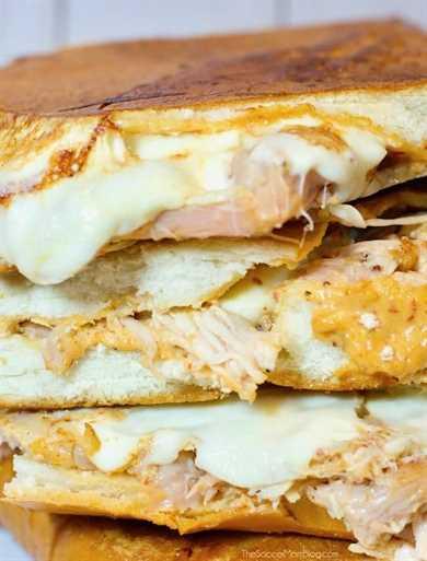 ¡Este Chipotle Chicken Melt es increíblemente simple, pero sin duda es uno de los mejores sándwiches que he probado en mi vida! Dulce, ahumado, queso y fácil!