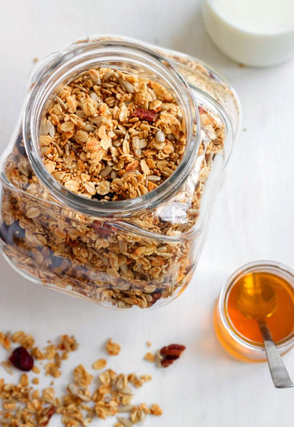tutorial on how to make homemade granola
