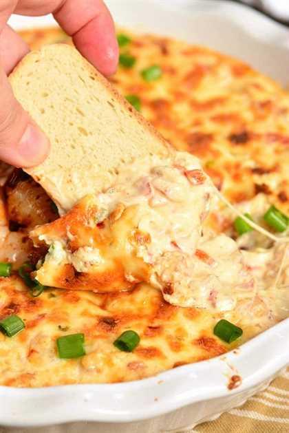 Shrimp Dip es un delicioso aperitivo caliente perfecto para servir en cualquier ocasión. Está cargado de camarones, queso, verduras y especias Cajún, todo combinado en una increíble salsa picante. #dip #shrimp #cheesedip #seafood #shrimpdip #cajunshrimp