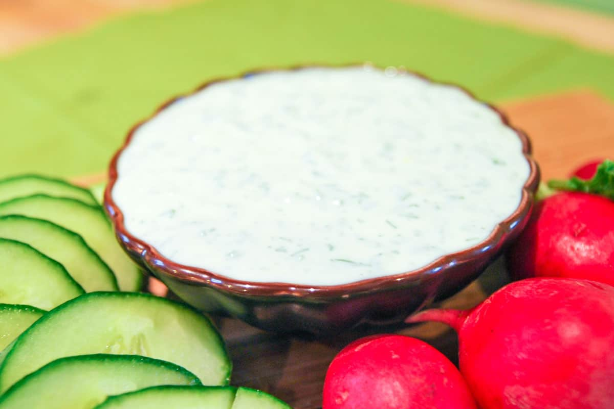 Easy cream dip with lemon and herbs