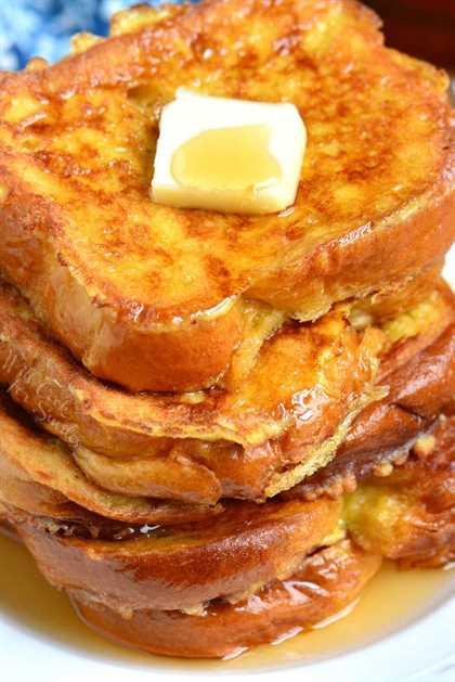Tostada francesa. Esta es la mejor receta de tostadas francesas que ofrece pan Brioche suave y mantecoso empapado en una mezcla de huevo endulzado. Combinación perfecta de felpa y textura suave por dentro y crujiente por fuera. # desayuno # pan # tostada francesa # brioche