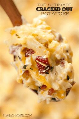 THE ULTIMATE Cracked Out Potatoes: queso cheddar, tocino y rancho. ¡¡Muy adictivo!! ¡Podría hacer una comida con esta cazuela de papas! Sopa de queso cheddar, tocino, rancho, crema de pollo. crema agria, croquetas de patata ralladas congeladas. Se puede congelar para más tarde. Usualmente horneamos la mitad y congelamos la mitad para más tarde. ¡TAN BUENO!