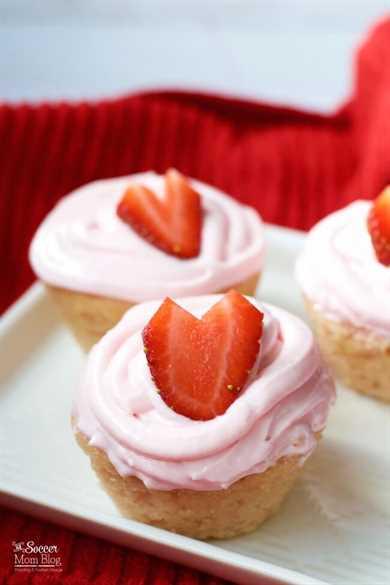 Ligeros, esponjosos y hechos con fruta real, ¡estos Cupcakes de Fresa Sin Gluten son el regalo perfecto para el Día de San Valentín!